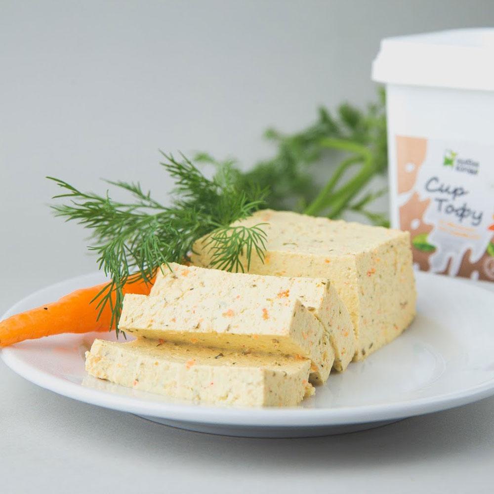 тофу с овощами и травами